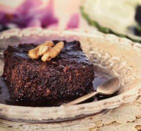 Καρυδόπιτα με σιρόπι σοκολάτας: Ένα γλυκό - πειρασμός από την Αργυρώ Μπαρμπαρίγου  - Κυρίως Φωτογραφία - Gallery - Video