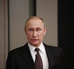 «Βλάντιμιρ Πούτιν σ´αγαπώ και θέλω να σε παντρευτώ»: Η δημόσια πρόταση γάμου από νεαρή θαυμάστριά του - Δείτε το βίντεο  - Κυρίως Φωτογραφία - Gallery - Video