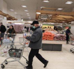 Κορωνοϊός: Με κάρτα σήμερα όλοι οι πελάτες στα σούπερ μάρκετ – Πλαφόν με 3 αντισηπτικά ανά καρότσι (φωτό) - Κυρίως Φωτογραφία - Gallery - Video
