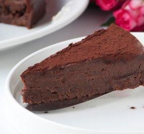 Υπέροχη νηστίσιμη τούρτα με σοκολάτα & ταχίνι από τον μέτρ του είδους Στέλιο Παρλιάρο - Κυρίως Φωτογραφία - Gallery - Video