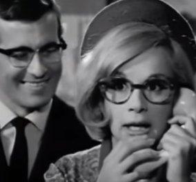 """Κορωνοϊός - Μεταμφιέσεις & πολύ γέλιο: Ποιος ντύθηκε Αλίκη Βουγιουκλάκη & παραγγέλνει """"μπόλικο ζαμπόν"""" από τον κυρ Στέφανο; (βίντεο) - Κυρίως Φωτογραφία - Gallery - Video"""