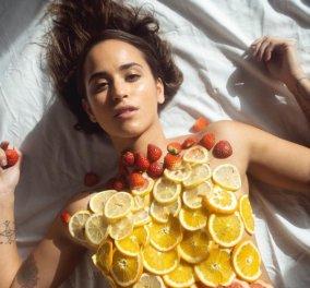 Αυτό είναι το outfit των ημερών – Ξαπλώνετε & βάζετε λεπτοκομμένες φέτες πορτοκαλιού για boost με βιταμίνη C - Κυρίως Φωτογραφία - Gallery - Video