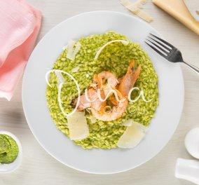 Η Ντίνα Νικολάου φτιάχνει ένα υπέροχο πράσινο ριζότο με γαρίδες - Η συνταγή που θα σας ενθουσιάσει (βίντεο) - Κυρίως Φωτογραφία - Gallery - Video