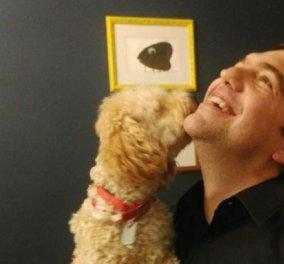Ο Αλέξης Τσίπρας φωτογραφίζεται με σκυλάκι & χαμόγελο σταρ (Φωτό)  - Κυρίως Φωτογραφία - Gallery - Video