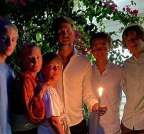 Ο Πρίγκιπας Παύλος εύχεται Χριστός Ανέστη με τα 5 παιδιά τους & τις λαμπάδες τους  (Φωτό)  - Κυρίως Φωτογραφία - Gallery - Video