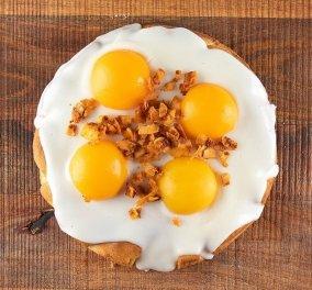 Νομίζετε ότι είναι απλώς... τηγανητά αβγά; Και όμως είναι ένα πρωτότυπο κέικ από τα χεράκια του Άκη Πετρετζίκη! - Δείτε πως θα το φτιάξετε κι εσείς (βίντεο) - Κυρίως Φωτογραφία - Gallery - Video