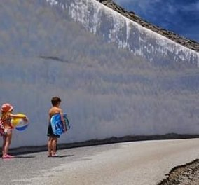 Αυτή τη φωτό δεν την έχετε ξαναδεί: Χιόνι στον Ψηλορείτη & τα παιδιά έτοιμα για μπάνιο στη θάλασσα - Κυρίως Φωτογραφία - Gallery - Video