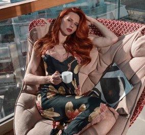 Έβελυν Καζαντζόγλου: Η κούκλα με τα τζίντζερ μαλλιά διακόσμησε το σπίτι της με κυπαρισσί, οινοπνευματί & κανελί χρώματα που της ταιριάζουν (φωτό) - Κυρίως Φωτογραφία - Gallery - Video