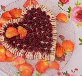 Στέλιος Παρλιάρος: Μας φτιάχνει θεϊκή τούρτα με λικέρ τριαντάφυλλο - Σκέτη απόλαυση (βίντεο) - Κυρίως Φωτογραφία - Gallery - Video