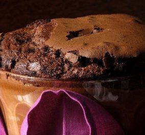 Ο Στέλιος Παρλιάρος μας εντυπωσιάζει με μια υπέροχη φουρνιστή μους - σουφλέ σοκολάτας - Κυρίως Φωτογραφία - Gallery - Video