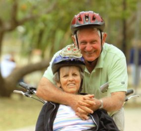 Story of the day: Ο σύζυγος μετασκευάζει ένα ποδήλατο & έτσι συνεχίζει τις ορθοπεταλιές με τη σύζυγο του που πάσχει από Αλτσχάιμερ   - Κυρίως Φωτογραφία - Gallery - Video