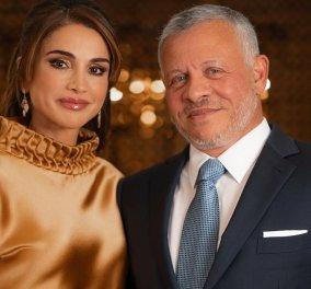 Ράνια Ιορδανίας: Η όμορφη Βασίλισσα με ολοκέντητο καφτάνι, φανταστικά σκουλαρίκια με διαμάντια & σικ χτένισμα πλάι στον Βασιλιά (φωτό) - Κυρίως Φωτογραφία - Gallery - Video