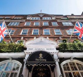 """Vintage story: O Άκης Πετρετζίκης το 2008 μαγείρευε στο αριστοκρατικό ξενοδοχείο """"The Goring"""" του Λονδίνου - Σερβίρουν ακόμα & την βασίλισσα (φωτό - βίντεο) - Κυρίως Φωτογραφία - Gallery - Video"""