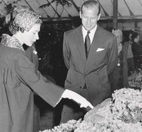 Θαυμάσιες vintage φωτό της βασίλισσας Ελισάβετ από την περίφημη έκθεση λουλουδιών Chelsea - Κυρίως Φωτογραφία - Gallery - Video