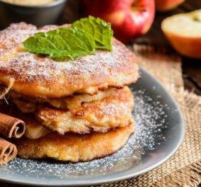H Αργυρώ Μπαρμπαρίγου μας φτιάχνει λαχταριστές τηγανίτες με μήλο & βουτυρωμένο μέλι - Ένα γλύκισμα  - Κυρίως Φωτογραφία - Gallery - Video