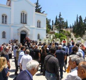 Το τελευταίο αντίο στον Νίκο Αλέφαντο - Με σημαία του Ολυμπιακού το φέρετρο (Φωτό) - Κυρίως Φωτογραφία - Gallery - Video