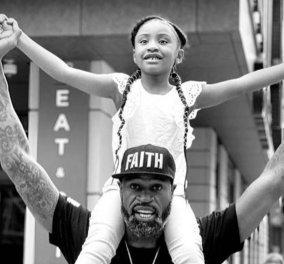 Προφητικό συγκινητικό βίντεο: «Ο μπαμπάς μου άλλαξε τον κόσμο» - Αυτό έλεγε ακριβώς η 6χρονη κόρη του George Floyd πάνω στους ώμους του Τζάκσον (Φωτό & Βίντεο) - Κυρίως Φωτογραφία - Gallery - Video