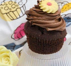 Ο Στέλιος Παρλιάρος μας φτιάχνει υπέροχα cupcakes  - Κάντε τα  παρέα με τα παιδάκια σας  - Κυρίως Φωτογραφία - Gallery - Video