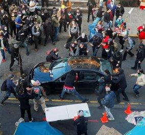 Τρόμος στο Seattle: Άνδρας έπεσε με το αυτοκίνητό του πάνω στους διαδηλωτές - Ένας τραυματίας από πυροβολισμό (φωτό - βίντεο) - Κυρίως Φωτογραφία - Gallery - Video