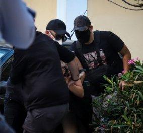 Επίθεση με βιτριόλι: Στον Εισαγγελέα οδηγήθηκε η 35χρονη  - Τι είπε ο δικηγόρος της (φωτό - βίντεο) - Κυρίως Φωτογραφία - Gallery - Video