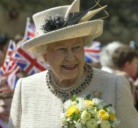 H Βασίλισσα Ελισάβετ 94 και ιππεύει: Πρώτη εμφάνιση μετά την καραντίνα - Απομονώθηκε για 10 εβδομάδες στο Winsdor Palace (φωτό) - Κυρίως Φωτογραφία - Gallery - Video