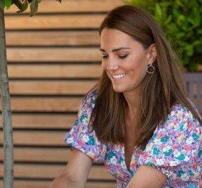 Πριγκίπισσα Kate η επίμονη κηπουρός: Νέα εμφάνιση με πολύχρωμο φλοράλ φουστάνι (Φωτό)  - Κυρίως Φωτογραφία - Gallery - Video