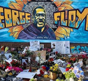 """George Floyd: Χιλιάδες άνθρωποι αποχαιρέτησαν τον """"μαύρο γίγαντα"""" λίγο πριν ταφεί δίπλα στην μητέρα του (φωτό - βίντεο)  - Κυρίως Φωτογραφία - Gallery - Video"""