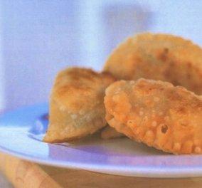 Αργυρώ Μπαρμπαρίγου: Φτιάξτε τα παραδοσιακά τυροπιτάκια από την Πάρο & θα ξετρελαθείτε  - Κυρίως Φωτογραφία - Gallery - Video