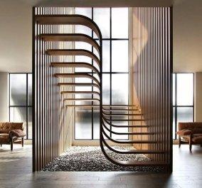 Η πιο πρωτότυπη σκάλα στον κόσμο! Minimal & εντυπωσιακή μέσα σε απίθανη βίλα - Μοιάζει με το σύμβολο του DNA - Δείτε φωτό  - Κυρίως Φωτογραφία - Gallery - Video