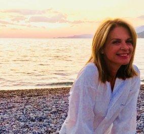 Πούπουλο η Πέγκυ Σταθακοπούλου: Την κρατά στους ώμους η κόρη της & παίζουν ανέμελες στην παραλία (φωτό) - Κυρίως Φωτογραφία - Gallery - Video