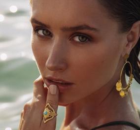 Αντωνία Καρρά – Καλοκαίρι 2020: Χρυσός, τιρκουάζ & κοράλι για τα εκπληκτικά σκουλαρίκια, δαχτυλίδια της Θεσσαλονικιάς σχεδιάστριας - Κυρίως Φωτογραφία - Gallery - Video