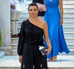 Δεξίωση Προεδρίας- Εμφανίσεις: Καλύτερη όλων η Μαρία Ναυπλιώτου, κόκκινο jumpsuit η Αχτσιόγλου & το παγιετέ σακάκι της Φώφης (φωτό) - Κυρίως Φωτογραφία - Gallery - Video