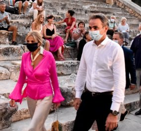 Κυριάκος & Μαρέβα Μητσοτάκη: Είδαν την περίφημη παράσταση «Πέρσες» του Αισχύλου στην Επίδαυρο (Φωτό)  - Κυρίως Φωτογραφία - Gallery - Video