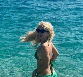 Ελένη Μενεγάκη: Το πρώτο καλοκαίρι μετά την τηλεόραση - Ξέγνοιαστες στιγμές με την μικρή Μαρίνα στη θάλασσα & κυνηγητό στην αμμουδιά (φωτό) - Κυρίως Φωτογραφία - Gallery - Video