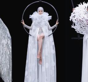 Σαν παράσταση τσίρκου, μόνο οι ακροβάτες ήταν τα μοντέλα του Valentino  - Η παραμυθένια επίδειξη μόδας με τα φορέματα – Κοστούμια εποχής σε ατελείωτα μήκη (φωτό & βίντεο) - Κυρίως Φωτογραφία - Gallery - Video