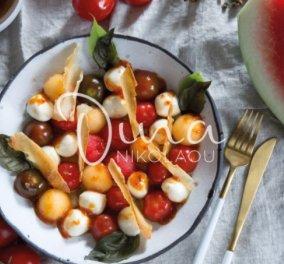 Η πιο δροσερή & φρουτένια σαλάτα του καλοκαιριού από τη Ντίνα Νικολάου: Με καρπούζι, πεπόνι & μοτσαρέλα - Κυρίως Φωτογραφία - Gallery - Video