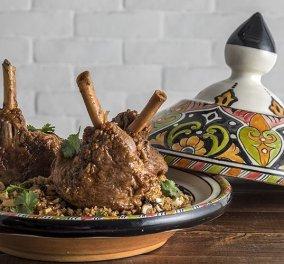 Μια υπέροχη συνταγή από τον Άκη Πετρετζίκη - Μαροκινά αρνίσια κότσια  - Κυρίως Φωτογραφία - Gallery - Video
