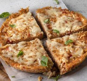 O Άκης Πετρετζίκης μας προτείνει υπέροχη πίτσα από ζυμαρικά - Κυρίως Φωτογραφία - Gallery - Video