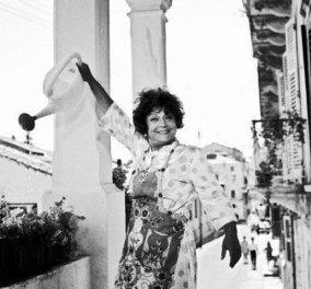 Η όμορφη βίλα της Ρένας Βλαχοπούλου στην Κέρκυρα νοικιάζεται σε Airbnb- Η μοναδική ξενάγηση με τον Μάκη Δελαπόρτα & η ανιψιά - φύλακας άγγελός της (βίντεο) - Κυρίως Φωτογραφία - Gallery - Video