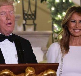 Η Melania Trump φέρνει τη μόδα του φθινοπώρου: Καμηλό shirt dress με ταμπά ζώνη - Ανάμεσα στους άνδρες της ζωής της (φωτό - βίντεο) - Κυρίως Φωτογραφία - Gallery - Video