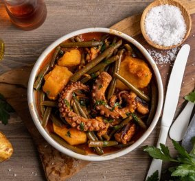 Όλη η νοστιμιά της θάλασσας σε αυτή τη συνταγή: Η Αργυρώ Μπαρμπαρίγου ετοιμάζει καλοκαιρινό χταπόδι με λαδερά λαχανικά - Κυρίως Φωτογραφία - Gallery - Video