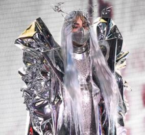 Η εκθαμβωτική εμφάνιση της Lady Gaga στα Vma's: To κορίτσι από το διάστημα, σαν ηρωίδα το GoT  - 5 στυλ, 5 μάσκες (φωτό & βίντεο) - Κυρίως Φωτογραφία - Gallery - Video