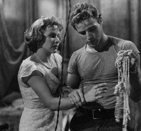 Marlon Brando: Το λευκό t-shirt που έμεινε στην ιστορία ως διαχρονικό σύμβολο αρρενωπότητας στο ανδρικό ντύσιμο (Φωτό)  - Κυρίως Φωτογραφία - Gallery - Video