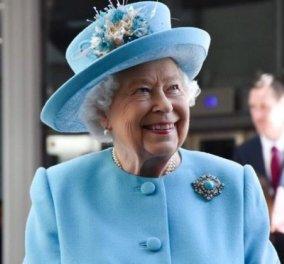 Πώς τρώει η βασίλισσα Ελισάβετ το hamburger της; - Αναρωτιέστε; - Με μαχαιροπίρουνο; (Φωτό) - Κυρίως Φωτογραφία - Gallery - Video