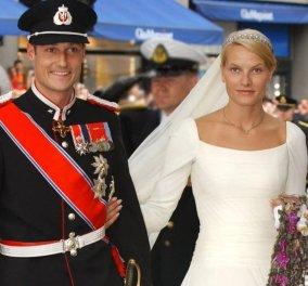 19 χρόνια γάμου για τον πρίγκιπα Haakon & την Mette-Marit της Νορβηγίας - Το πολύ εντυπωσιακό minimal νυφικό & η 12οροφη τούρτα (φωτό) - Κυρίως Φωτογραφία - Gallery - Video