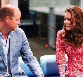 Η πριγκίπισσα Κέιτ Μίντλετον & ο πρίγκιπας Γουίλιαμ έγιναν αρτοποιοί: Φόρεσαν ποδιές & ζύμωσαν – Το κόκκινο φλοράλ της πολύ αδυνατισμένης Δούκισσας (Φωτό& Βίντεο)  - Κυρίως Φωτογραφία - Gallery - Video