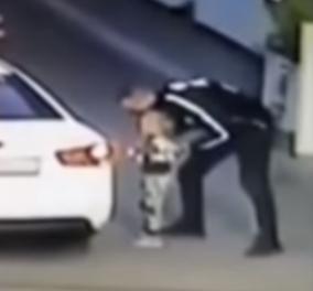 Βίντεο – Θρίλερ: Η στιγμή της απαγωγής μιας 4χρονης στην Ουκρανία – Η μητέρα της πλήρωνε σε βενζινάδικο - Κυρίως Φωτογραφία - Gallery - Video