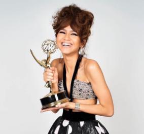Οι υπέροχες τουαλέτες που φόρεσαν οι νικήτριες στα ψηφιακά βραβεία των Emmys  - Στα σπίτια τους & έβγαζαν selfies - Κυρίως Φωτογραφία - Gallery - Video