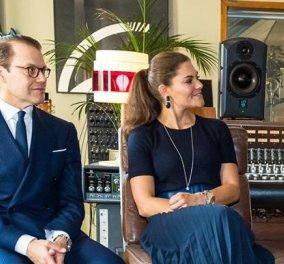 Συμφωνία στο μπλε για τη διάδοχο του θρόνου της Σουηδίας & τον σύζυγο της – Μεσάτο φουστάνι soleil & φαρδιά δερμάτινη ζώνη (Φωτό)   - Κυρίως Φωτογραφία - Gallery - Video