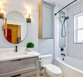 """Σπύρος Σούλης: Αυτές είναι οι 4 συνήθειες που θα κάνουν το μπάνιο σας να """"λάμπει"""" για περισσότερο καιρό - Κυρίως Φωτογραφία - Gallery - Video"""